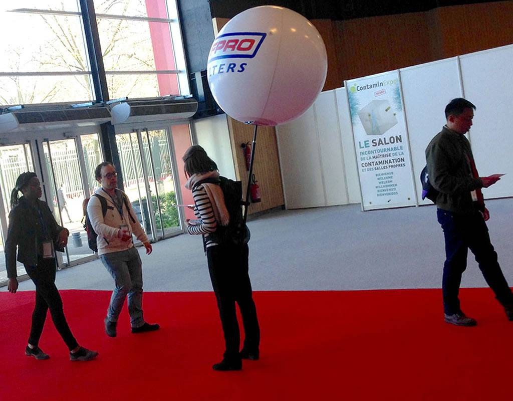Distribution de flyer , un ballon sac à dos pour votre street marketing