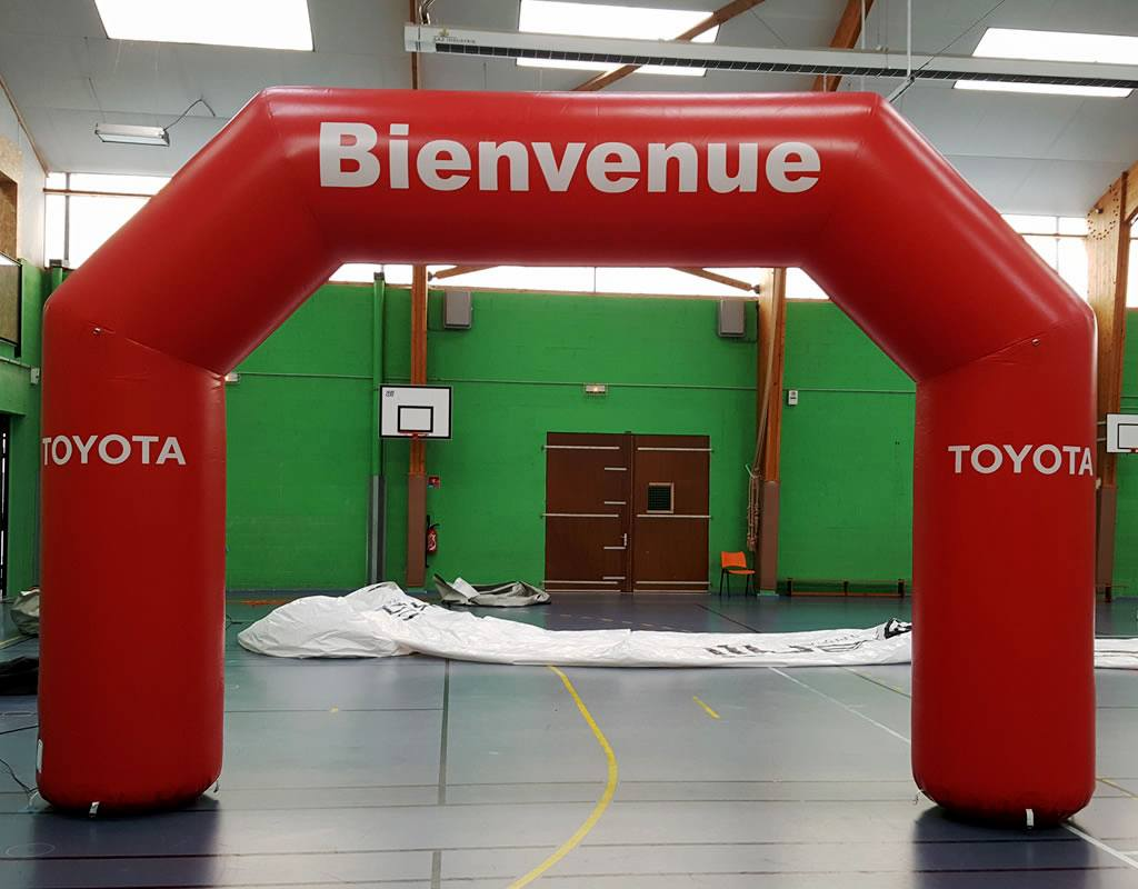 Arche gonflable pour concession Toyota